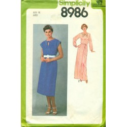 1970s Simplicity Sewing Pattern No. 8986 - Womens Belted Dress